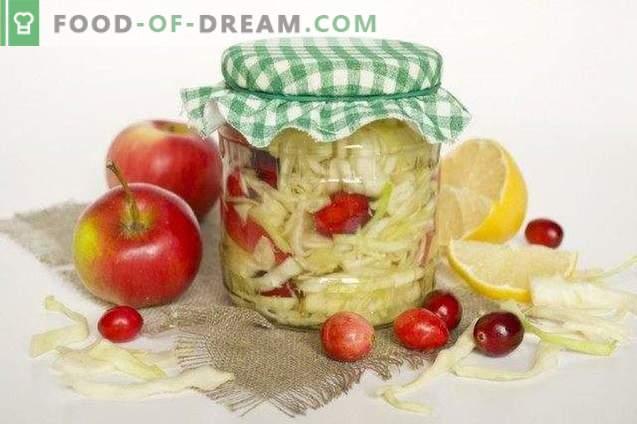 Repollo marinado con arándanos en adobo de limón