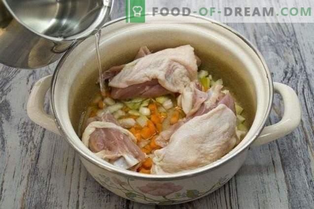Sopa de pollo con verduras y pasta