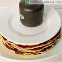 Pancake Cake on yogurt with raspberry jelly