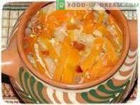 Légumes cuits dans une casserole de manière rustique.