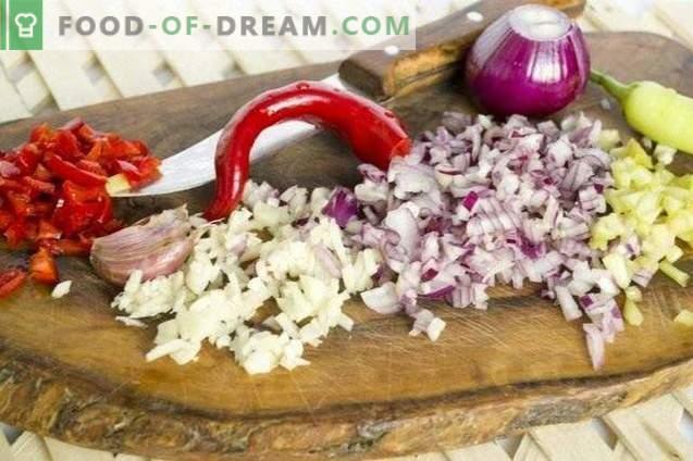Salsa Tkemali con rodajas de verduras