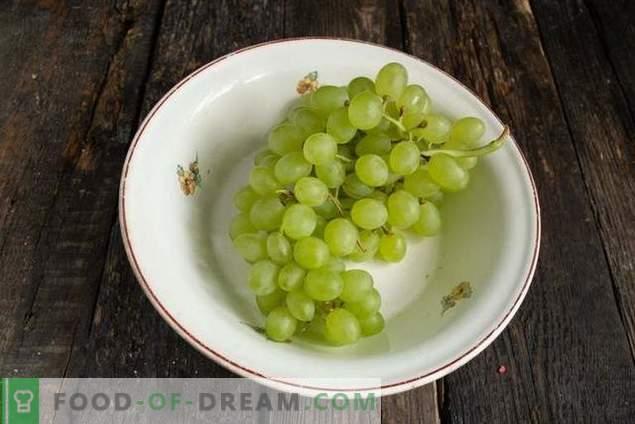 Ensalada nutritiva con pollo picante y uvas