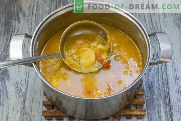 Sopa con lentejas, tomates amarillos y papas jóvenes