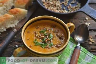 Zuppa di crema con zucchine e pollo