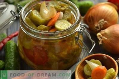 Koreanischer Salat mit Gurken und Tomaten für den Winter