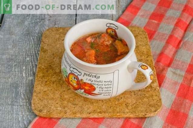 Borsch con tapas de carne y remolacha