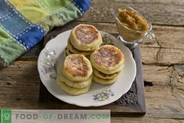 Magníficos pasteles de queso con confitura de plátano y manzana