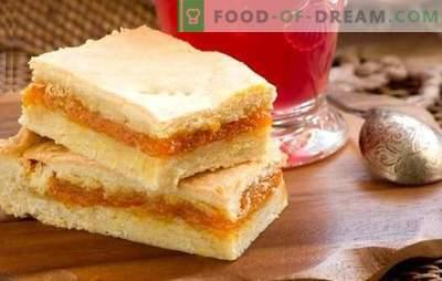 Cocina disponible en aire y tartas de kéfir dulce. Cocinando y sirviendo tortas dulces en kéfir