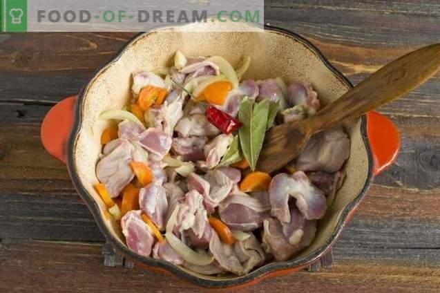 Guisos de pollo al vapor en crema agria