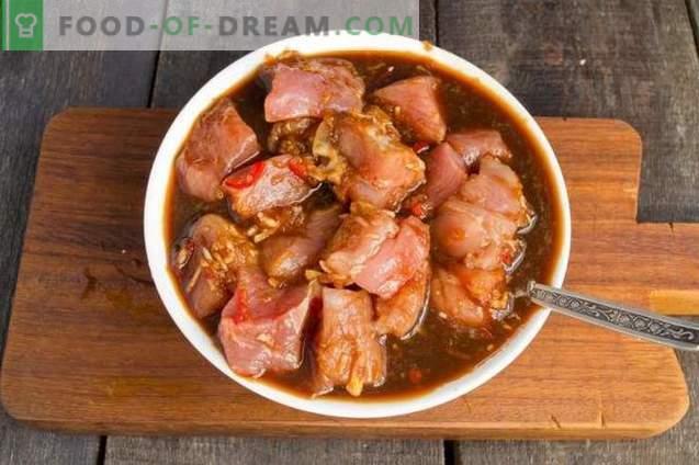 Cerdo con coles de Bruselas en chino