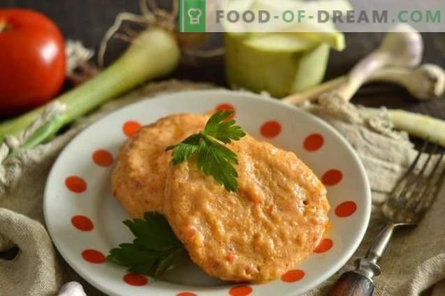Trozos de pollo delicados con calabacín en salsa agridulce