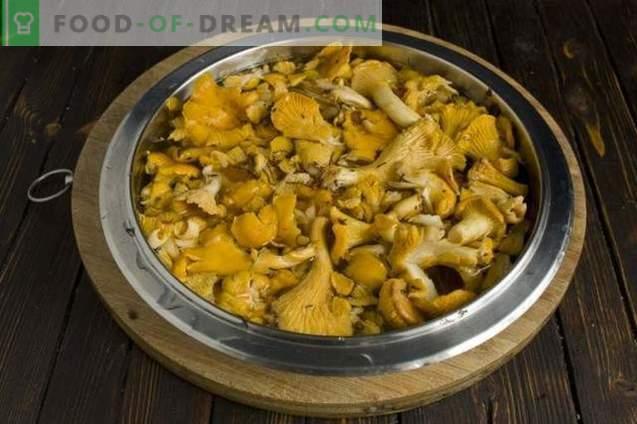 Sopa de champiñones con rebozuelos