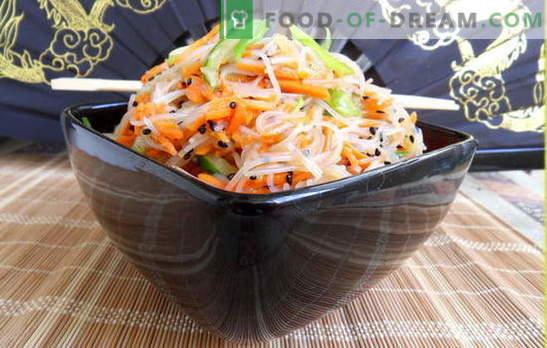 Funchoza con zanahorias - notas orientales en el menú del día a día. Recetas funcozy con zanahorias y carne, cebollas, pimientos, pepinos, repollo