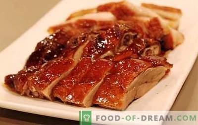 ¡El pato en la olla de cocción lenta es un ave sabrosa! Recetas de diferentes platos del pato en la olla de cocción lenta: guisados y fritos