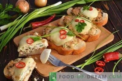 Cepeškrāsnī cepta sviestmaize ar vistas kotletes un mocarellas sieru