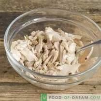 Ensalada de rábanos deliciosa y saludable con pollo