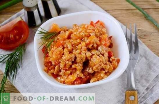 Arroz con carne picada y verduras en tomate: fantasía sobre el risotto de los productos disponibles. Receta fotográfica para cocinar arroz con carne picada y verduras en tomate: paso a paso