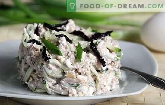 Ensalada con ciruelas, pollo y champiñones: elegante. La composición de la ensalada con ciruelas, pollo y champiñones - nuevas recetas