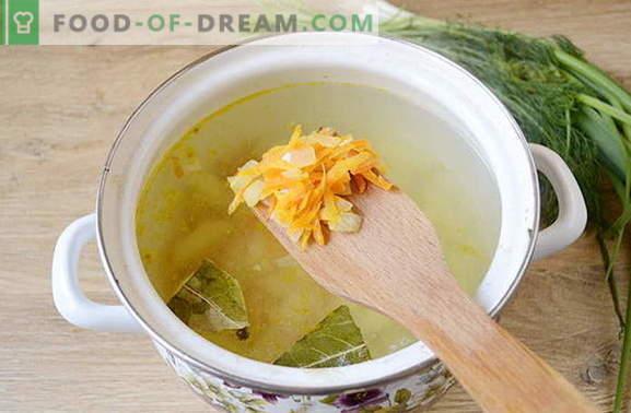 Sopa deliciosa de albóndigas de patata