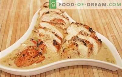 Pechuga de pollo tierna y jugosa en salsa cremosa. Diferentes opciones para cocinar pechuga de pollo tierna y jugosa en salsa cremosa con champiñones, mostaza, queso y vino