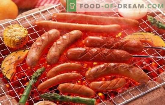 Grillitud vorstid - maitsev suupiste! Grillitud vorstide valmistamine ahjus, grillil: juustu, peekoni, sinki, pirnide ja seentega