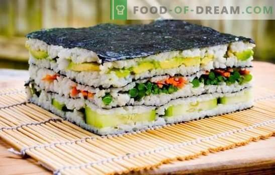 Pastel de sushi: brillante y con estilo! Cocinando pastel de sushi con pescado rojo, camarones, palitos de cangrejo, caviar
