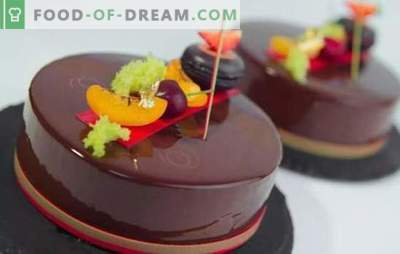 La torta di mousse con glassa a specchio è un dessert splendente! Cucinare deliziose torte di mousse con una glassa a specchio