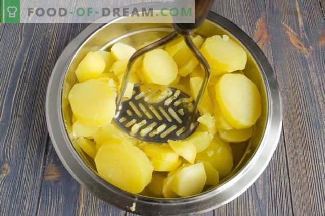 Cazuela de patatas con pollo, queso y aceitunas