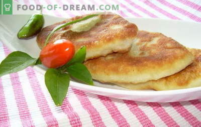 Aardappelpannen gebakken in een pan - wie weigert? Recepten van deeg en vullingen voor pasteitjes met aardappelen, gebakken in een pan