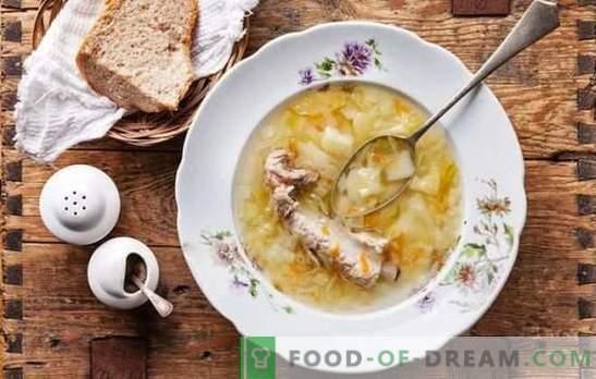 Menú popular de primavera - cazuela de chucrut. Cocinar pescado, carne, champiñones y sopa magra con chucrut