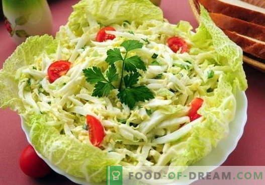Ensalada de col con huevo - las cinco mejores recetas. Cocinar adecuadamente y deliciosa ensalada con col y huevo.