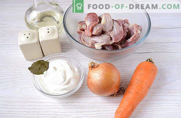 Los ventrículos de pollo guisados en crema agria - ¡la carne de vaca Stroganoff no tiene un sabor inferior! Una sencilla receta fotográfica para cocinar guisos en salsa de crema agria