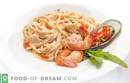 Espaguetis con mariscos, tomates, queso, espinacas y albahaca. Recetas de espaguetis con marisco y salsas para ellos