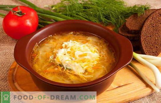 Peculiaridades de la sopa de chucrut rusa: recetas. Cuántas amas de casa - tantas opciones de col chucrut