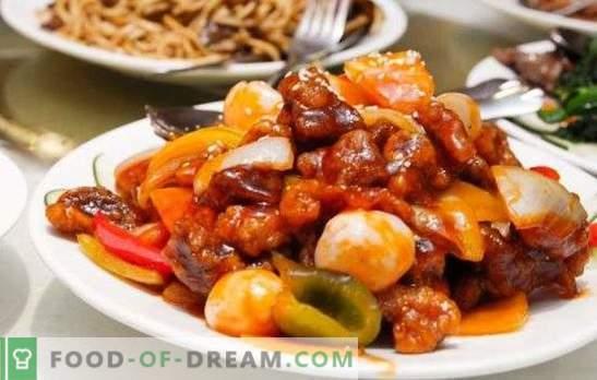 Estofado fragante y asado - verduras guisadas con carne en una olla de cocción lenta. Cocinar todo tipo de carne con verduras en una olla de cocción lenta