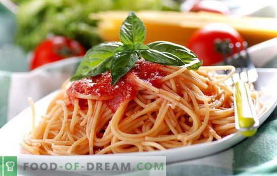 Espaguetis con pasta de tomate: cocinar es fácil. Recetas de espaguetis con salsa de tomate todos los días: con verduras, pollo, ahumado