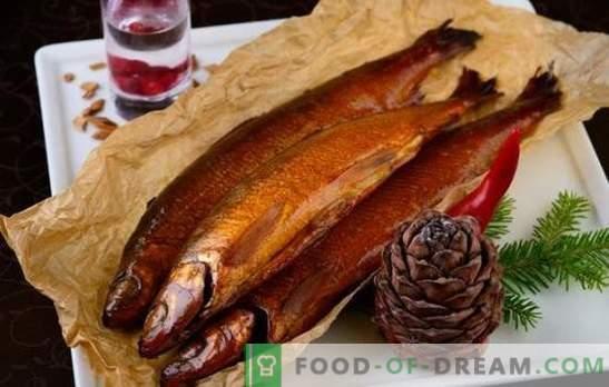 Vino y notas cítricas en adobos ahumados en caliente. Cocinar pescado y carne con adobos ahumados en caliente