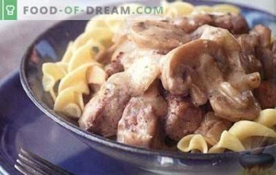Carne en crema agria - la carne más tierna en salsa. TOP 6 mejores recetas para la crema agria de carne: stroganoff de carne, chuletas, filetes