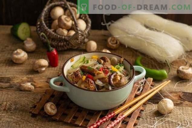 Ensalada tibia con funchoza, ternera y champiñones