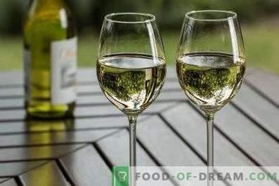 Sie trinken weißen trockenen Wein.