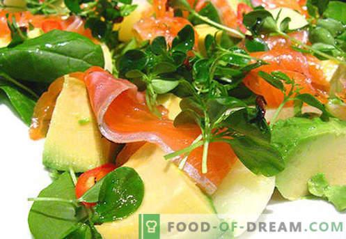 Ensalada con aguacate y salmón - las recetas correctas. Rápida y sabrosa ensalada de cocina con aguacate y salmón.